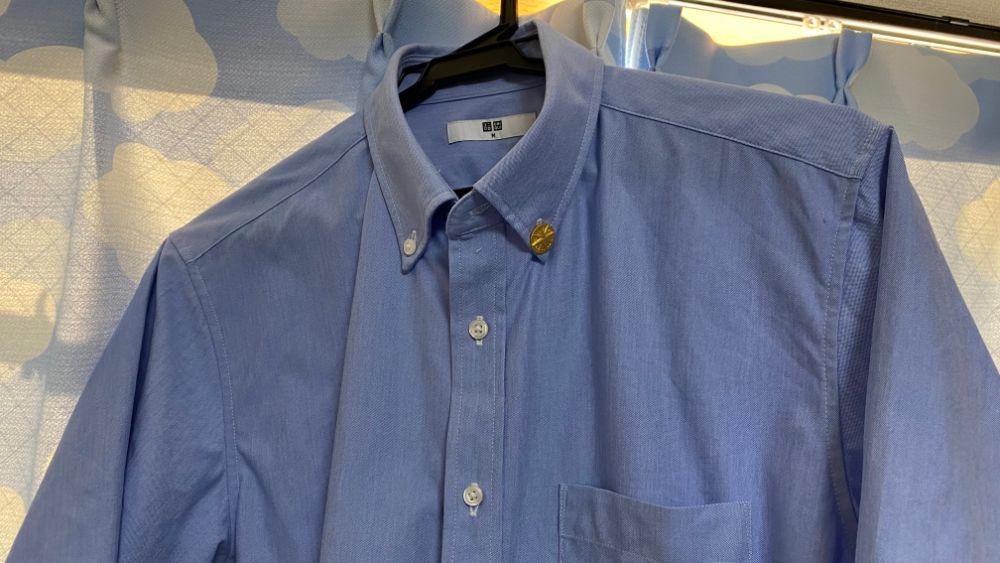 ボタンダウンシャツへの士業バッジ付け方