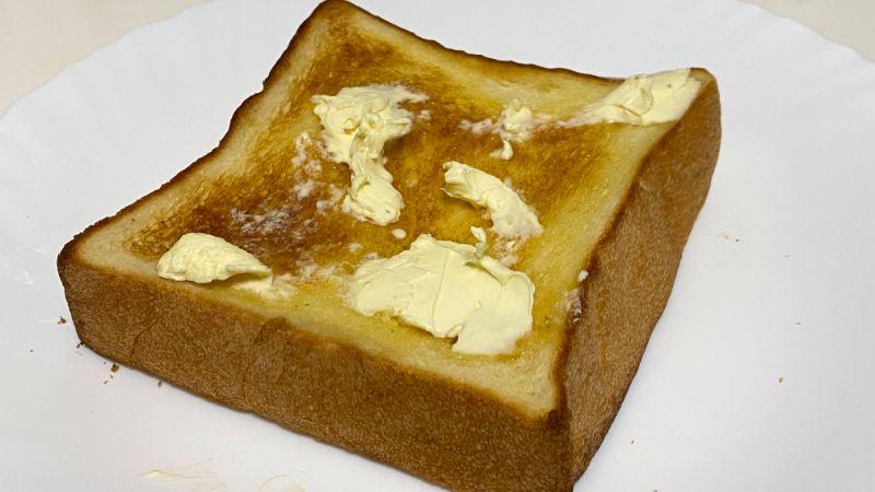 トーストした草加食パン