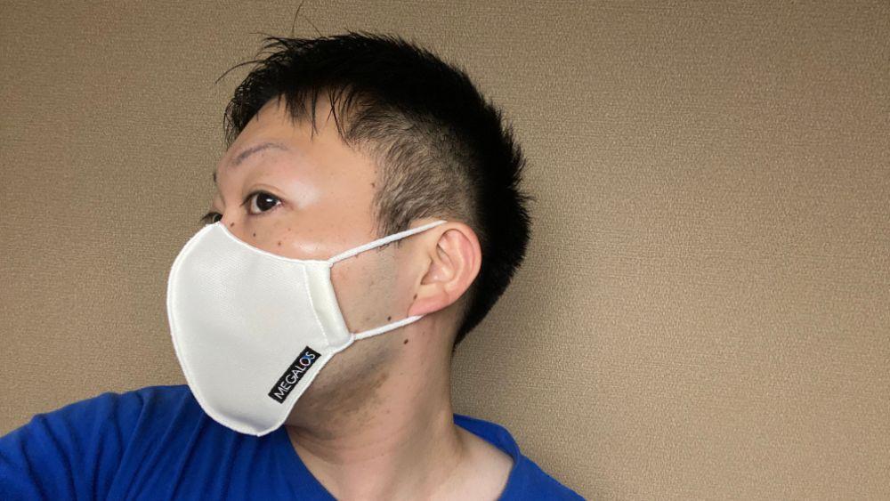 マスク着用を横から撮影