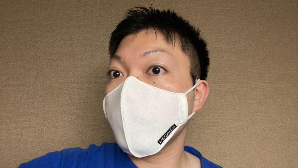 マスク着用を斜めから撮影