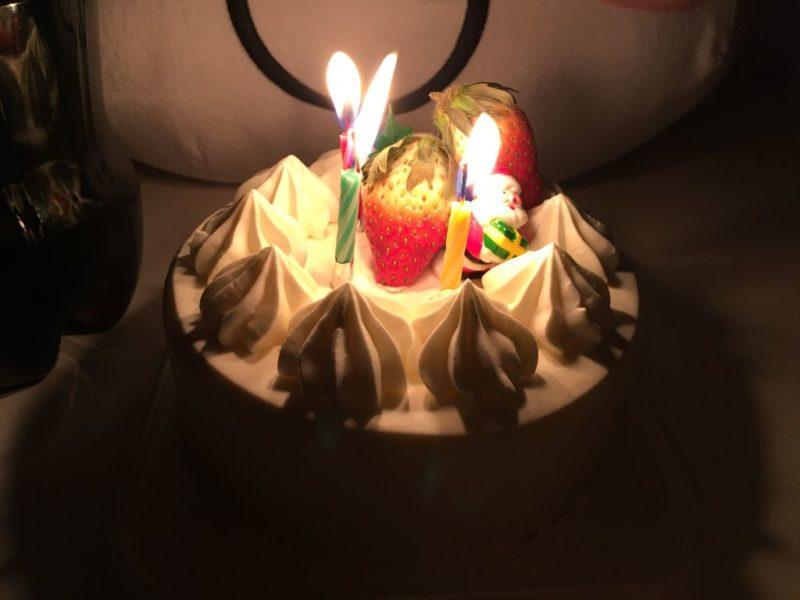 半額のホールケーキ